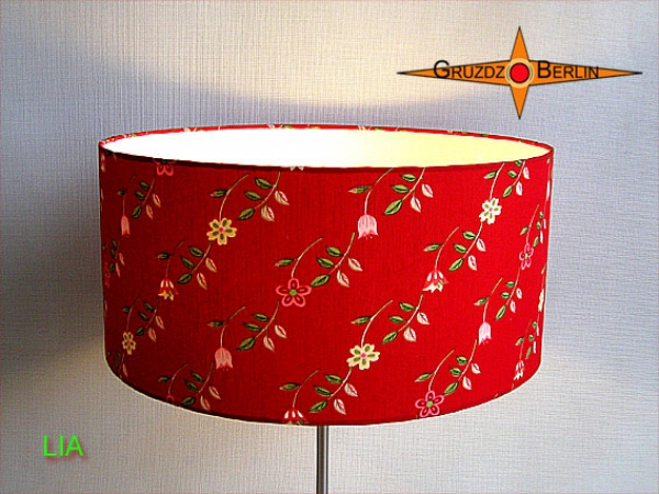 Red table lamp LIA red table lamp with flower pattern